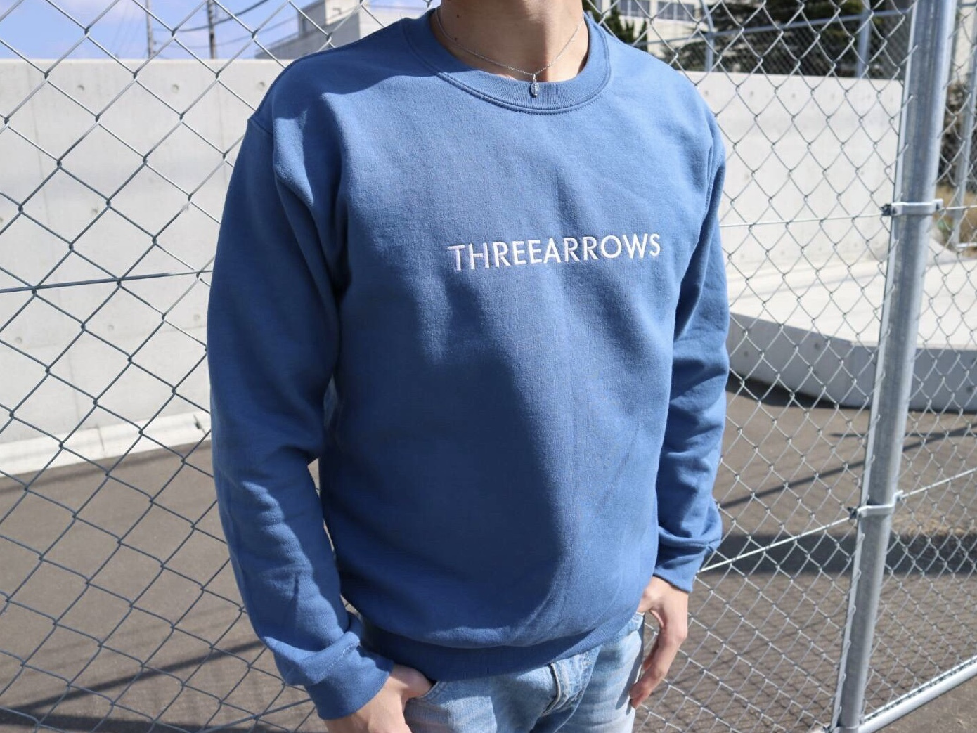 THREEARROWS刺繍スウェット(ice blue)