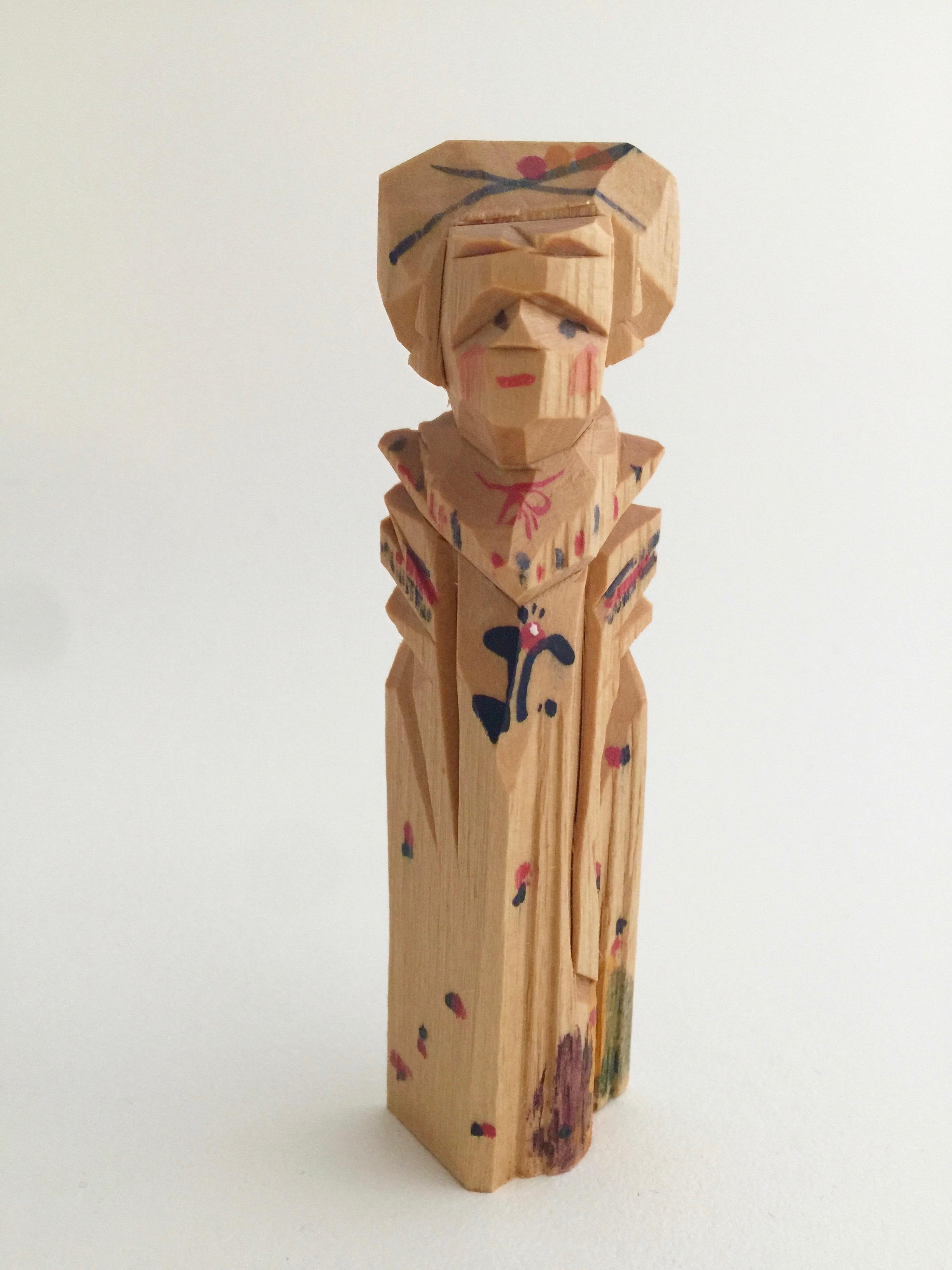ロシア 木彫り人形(婦人1)