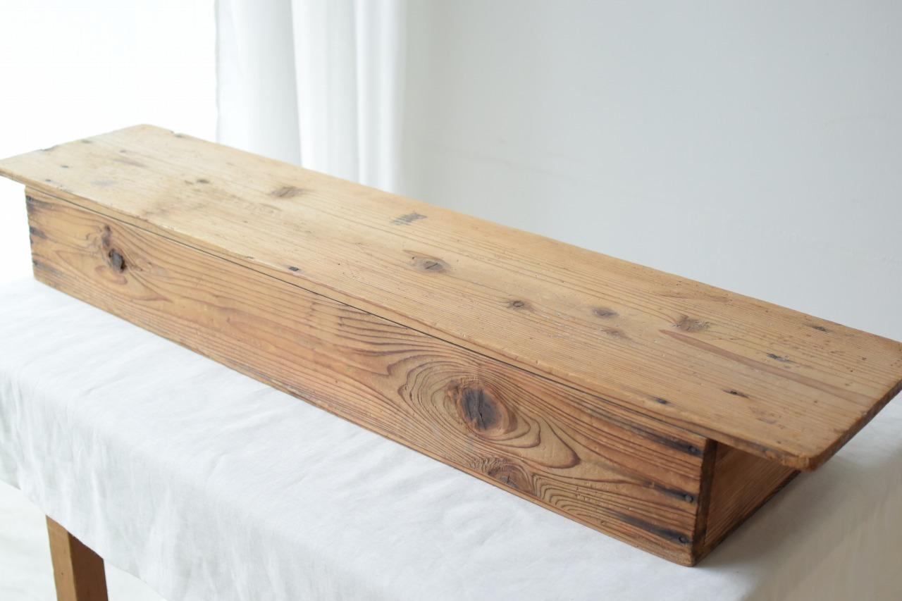 枯れた木味が良い雰囲気の卓上台