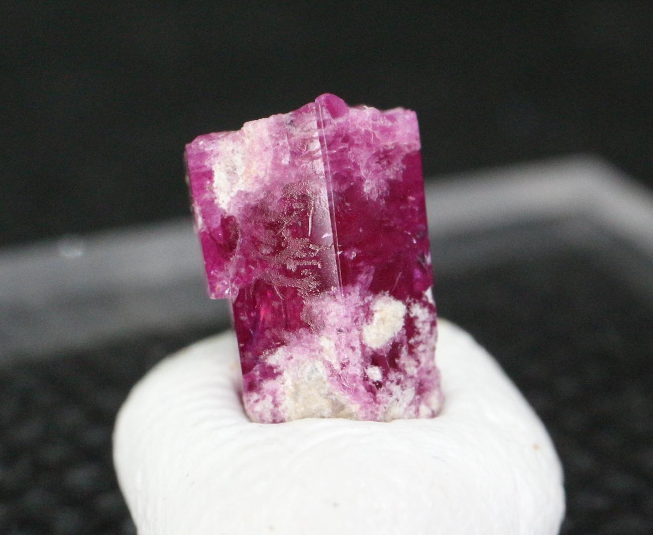 レッドベリル  レッドエメラルド  0,4g RB023 鉱物 天然石 パワーストーン