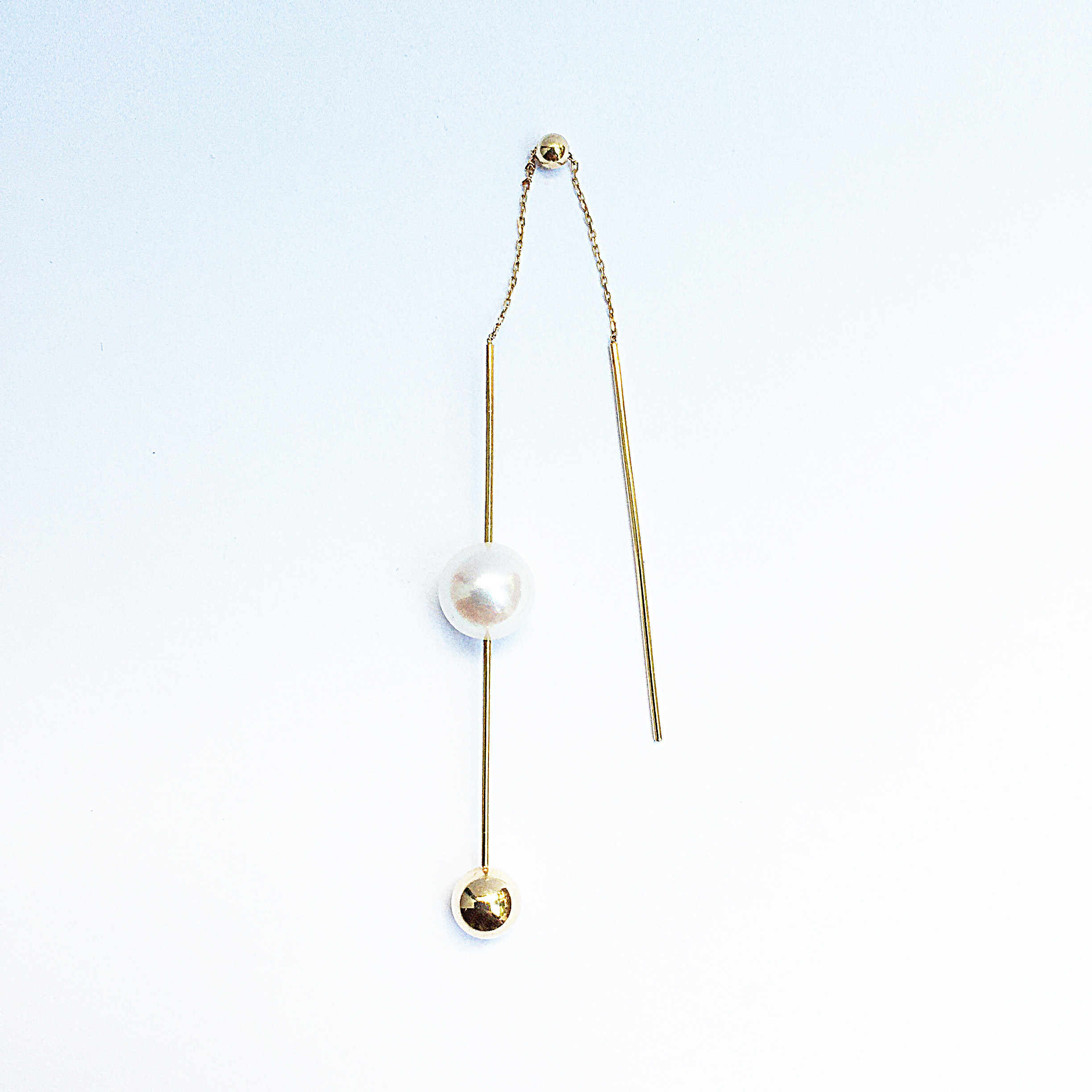 K18 Swing Bar with an Akoya Pearl and a ball Pierce