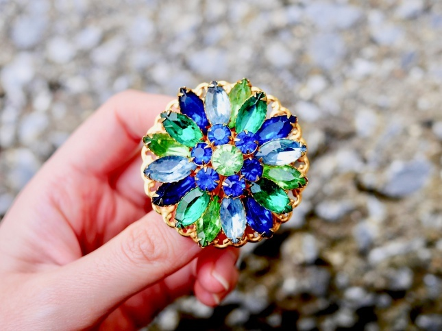 70s vintage brooch レトロガラスのお花のヴィンテージブローチ