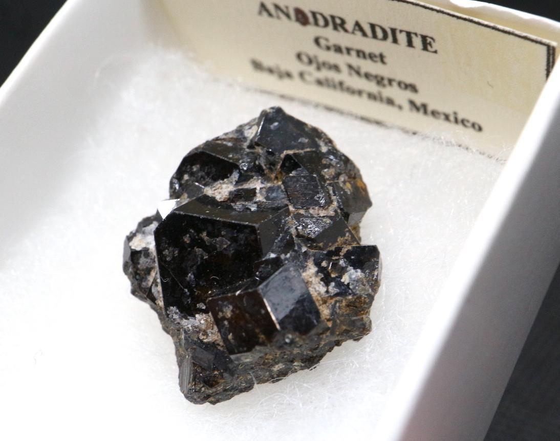 アンドラダイト ガーネット 8,2g AND008 原石 鉱物 天然石 パワーストーン