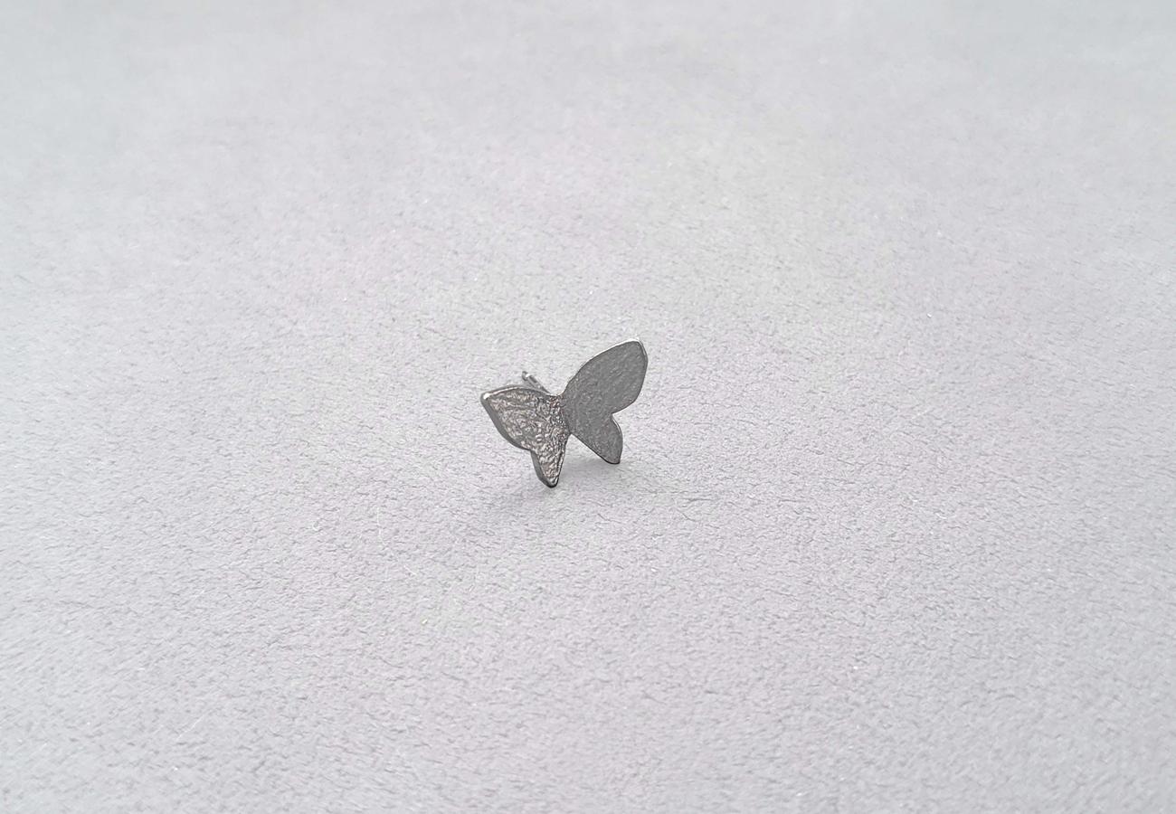 Single Butterfly ピアス