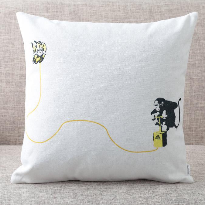 バンクシー Banksy クッションカバー Monkey Banana Bomb