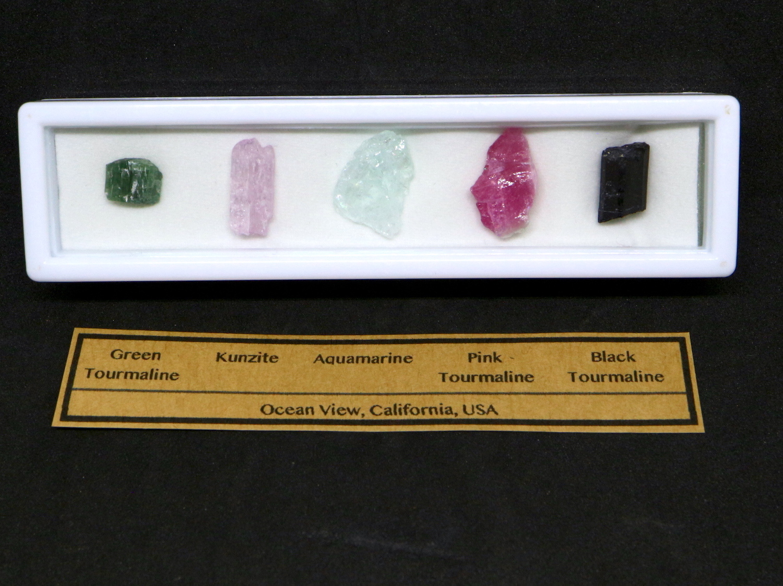 【鉱物標本セット】カリフォルニア産 原石セット #6 T094 ピンクトルマリン/クンツァイト/アクアマリン/グリーントルマリン/ブラックトルマリン