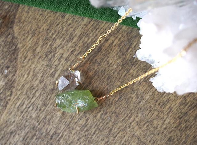 原石のペリドットとダイヤモンドクォーツのネックレス