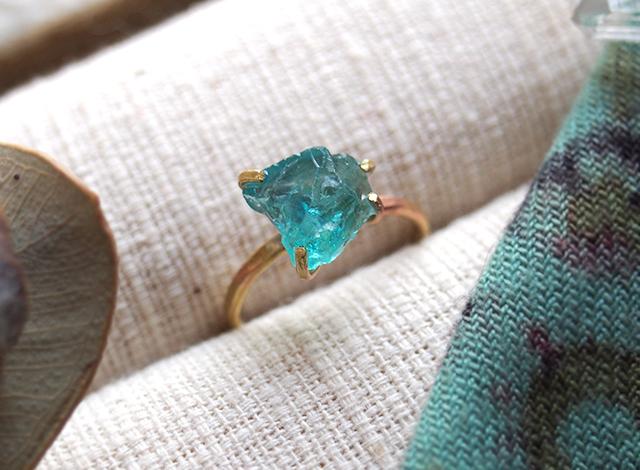 [一点物]原石のブルーアパタイトのリング