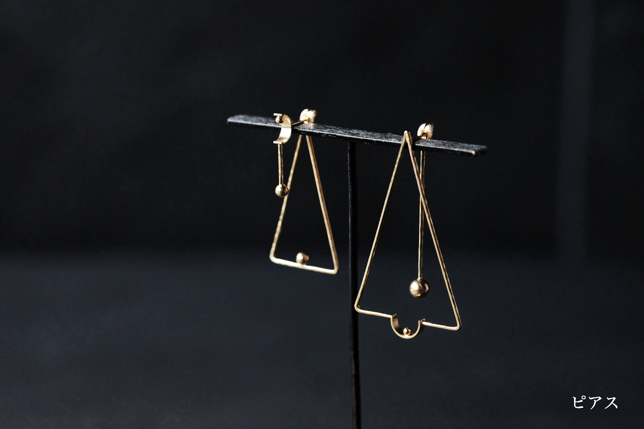 線と三角のピアス(gold)