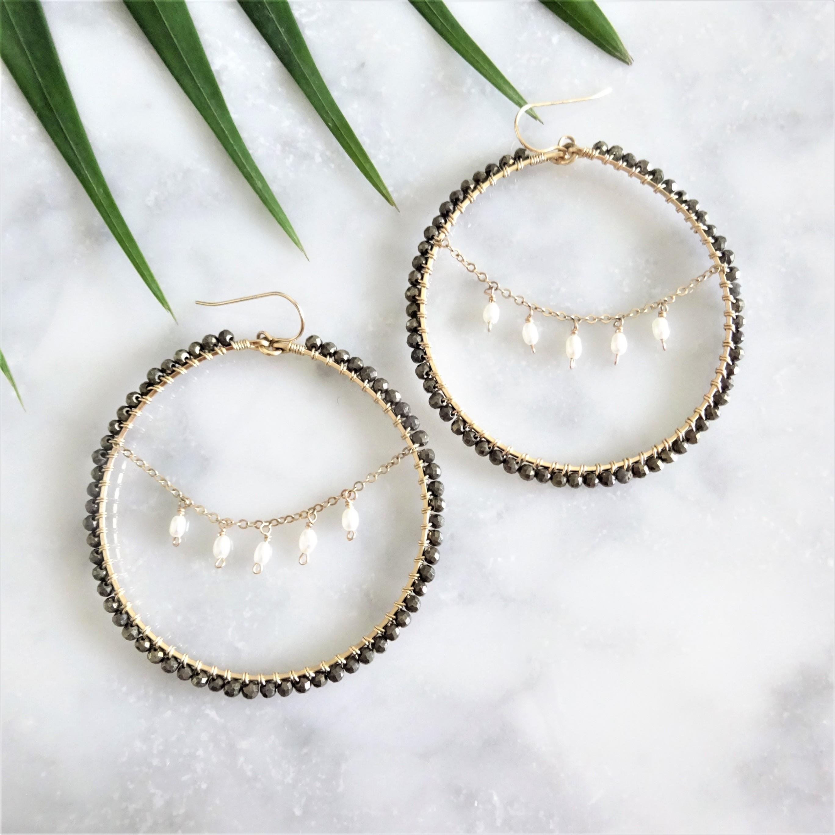 送料無料 14kgf*Pyrite x Pearl chandelier wrapped pierce / earring