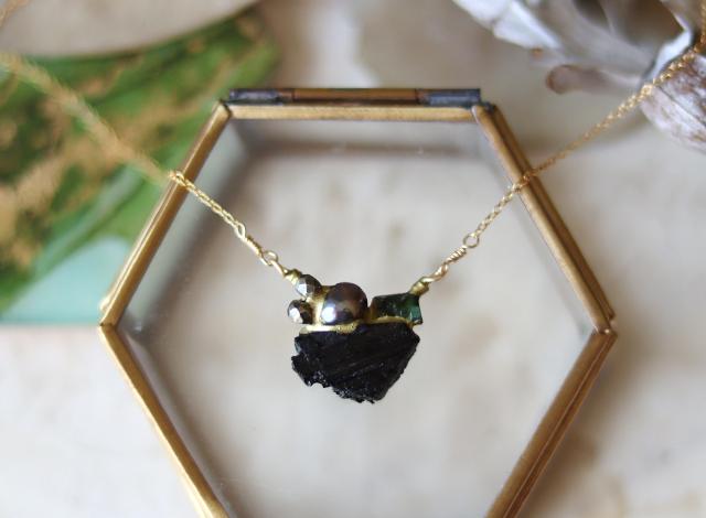 【一点物】原石トルマリン・パイライトの金継ぎネックレス