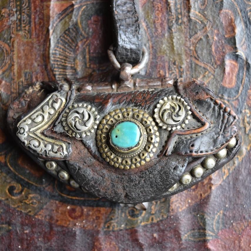 チベット 古い銀装飾 革財布
