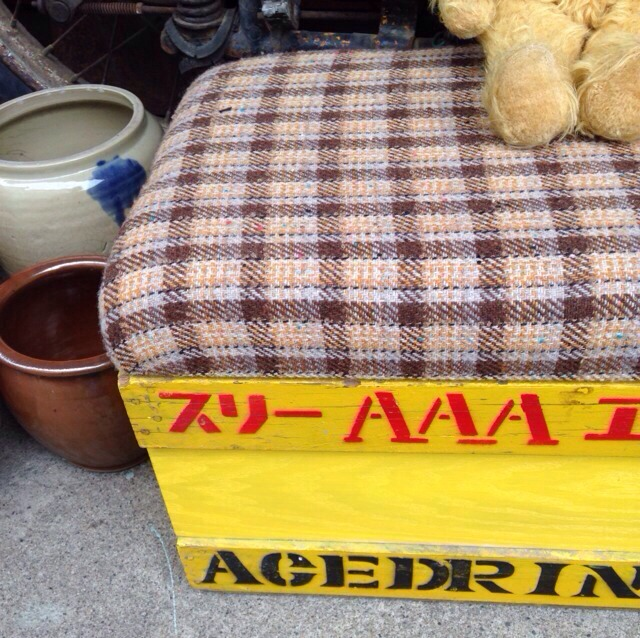 wood market 木箱いす。スリーエース