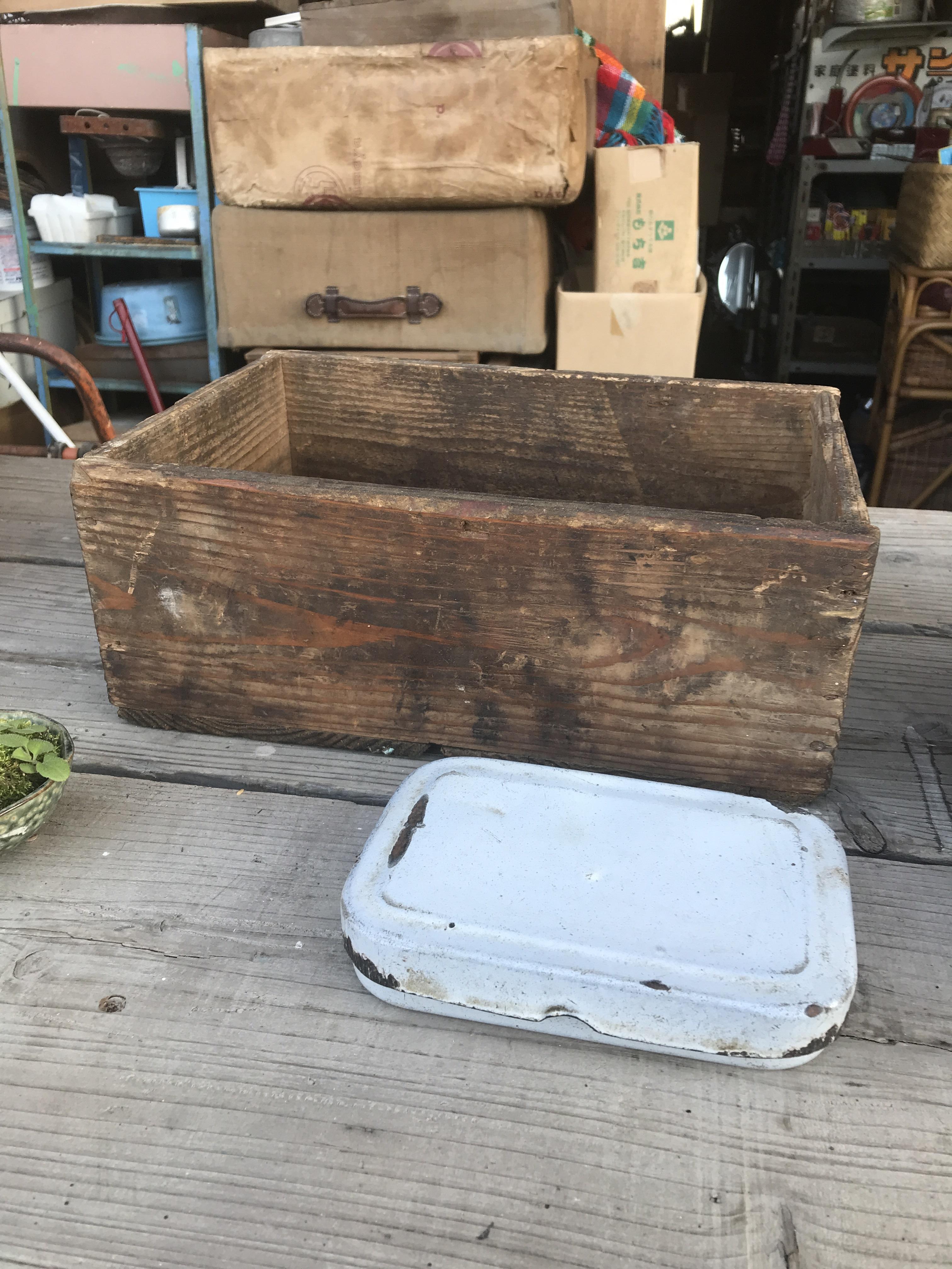 ジャンク木箱とホウロウのお弁当箱のセット