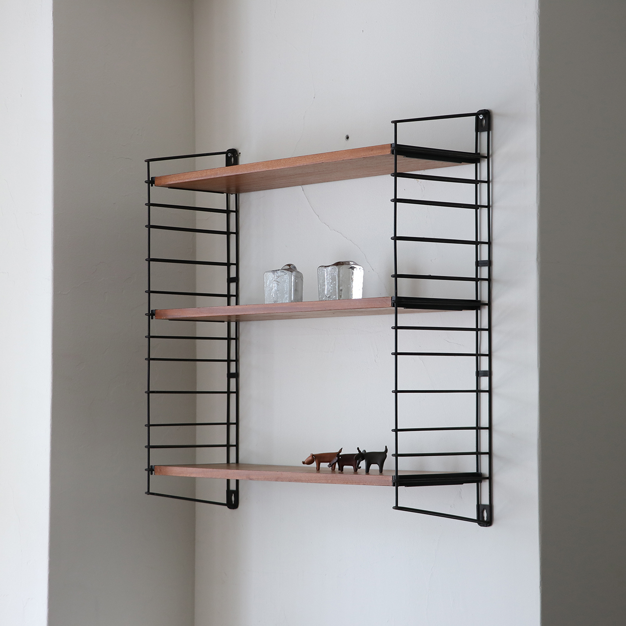 Wall shelf / A. D. Dekker for TOMADO