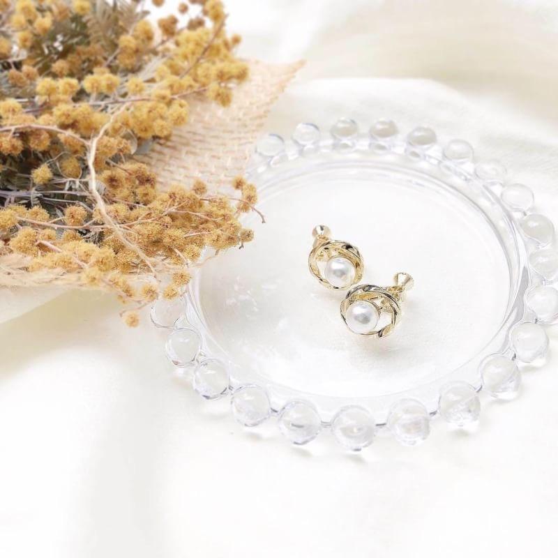 Retro Perl earring
