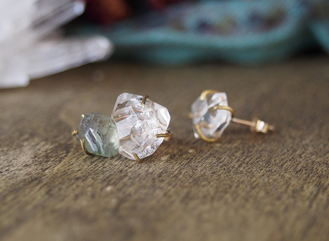 原石のダイヤモンドクォーツとブルージルコンのピアス