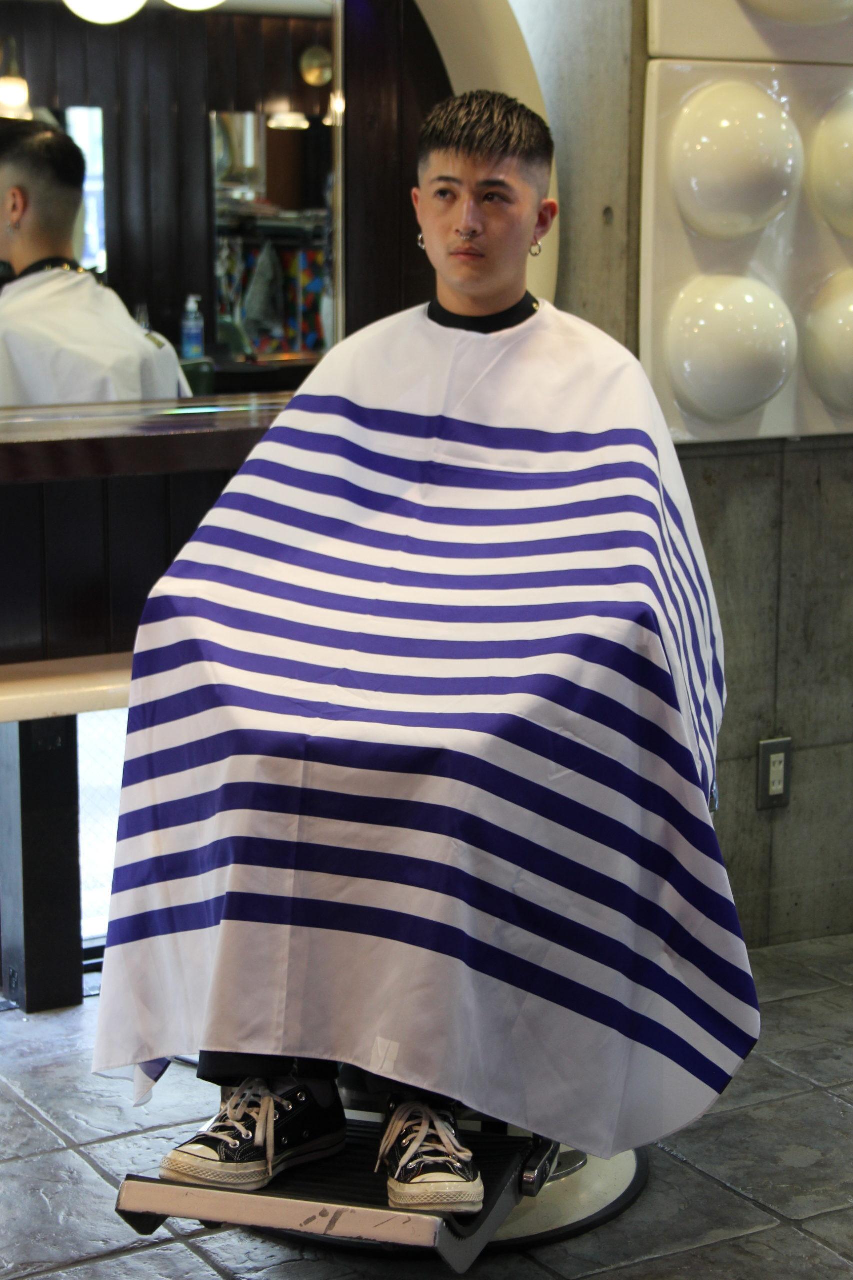 リニューアルGrimsteads ラバーストッパー付きバーバーケープ(袖なし) ブルー パレットボーダー
