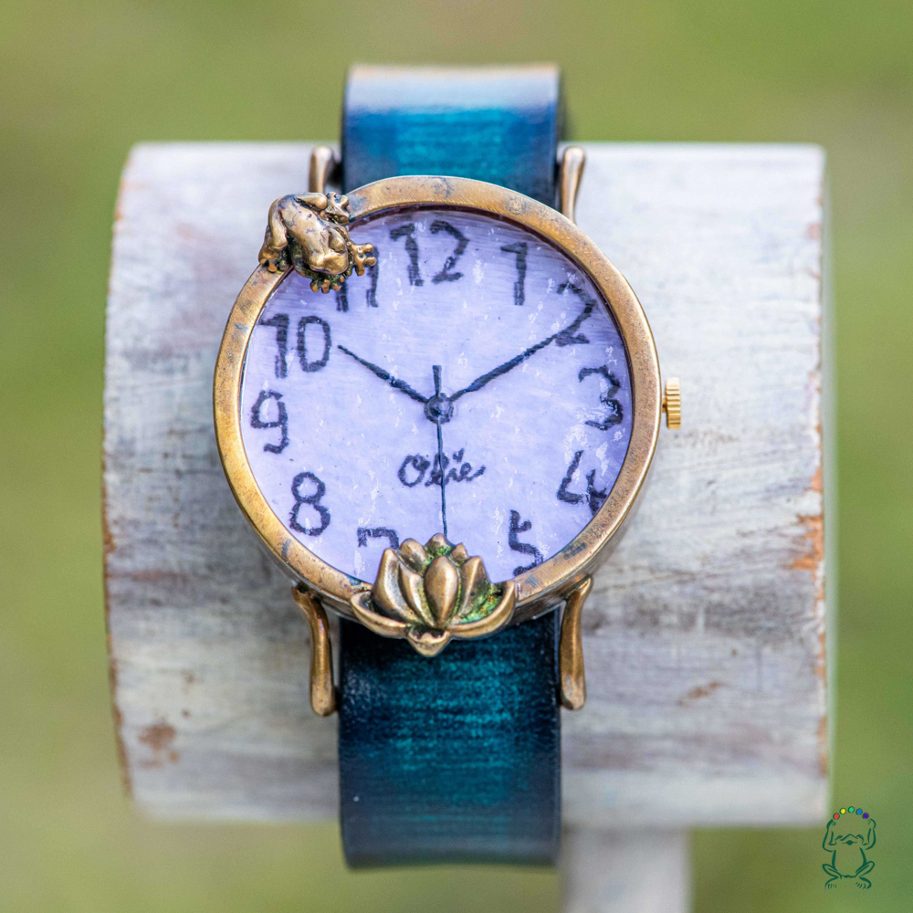 蓮を見つめる蛙腕時計Mラベンダー