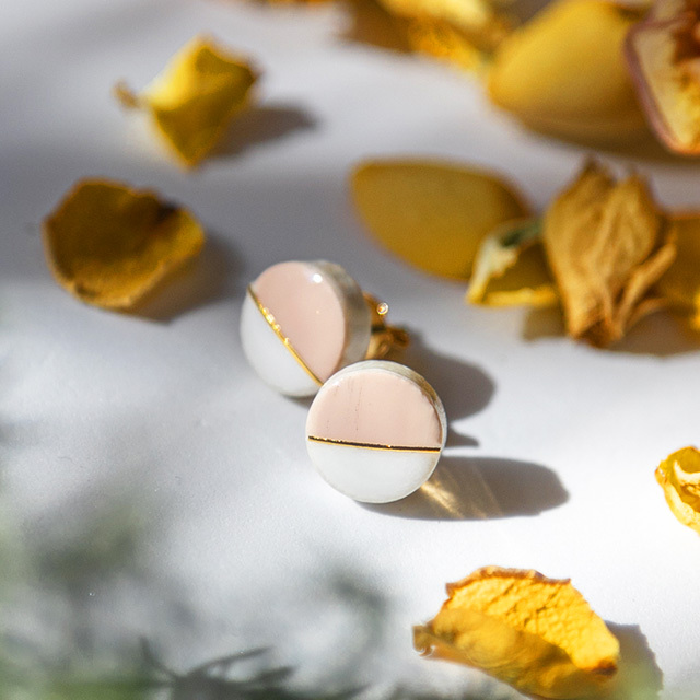 美濃焼 10mmプチサイズ ホワイト×チェリーブロッサム モダンシリーズ イヤリング&ピアス