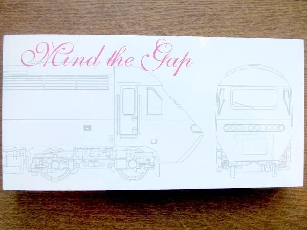 鉄道・地下鉄のグラフィックデザイン本「Mind the Gap/Glyph」 - 画像1