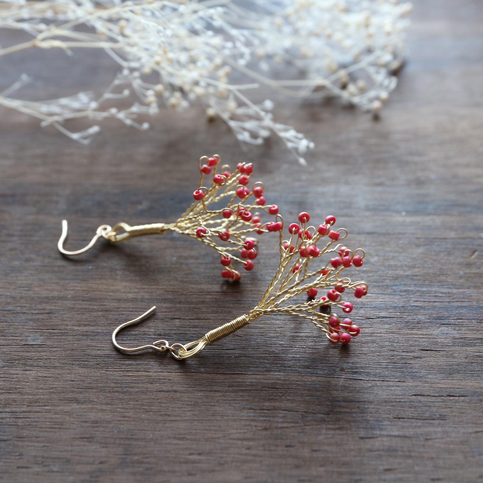 かすみ草の耳飾り<red>