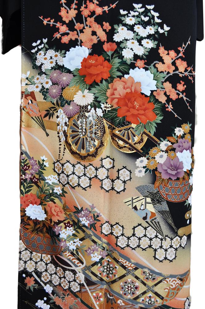 黒留袖レンタル■正絹御所車に赤白の牡丹に菊や桜がにぎやかに■L寸kurot3[往復送料無料] - 画像3