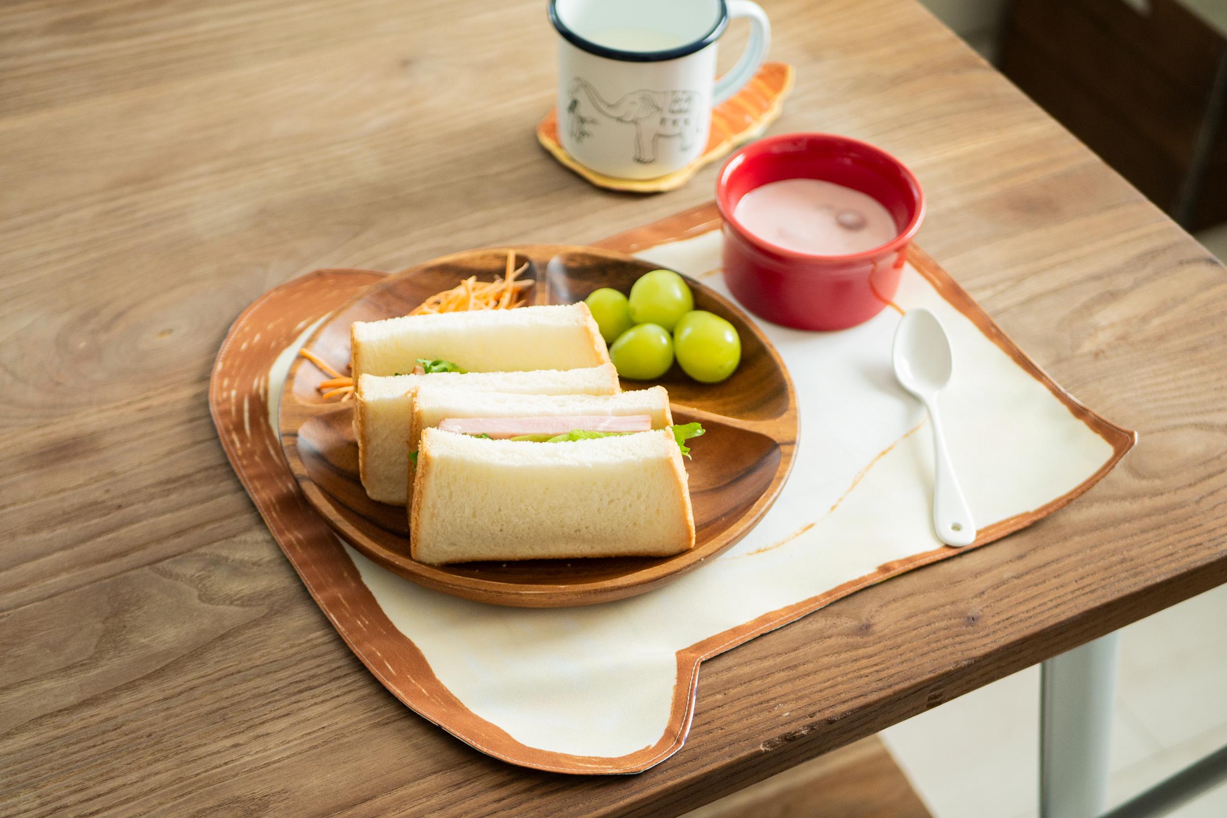ランチョンマット 目玉焼き食パン