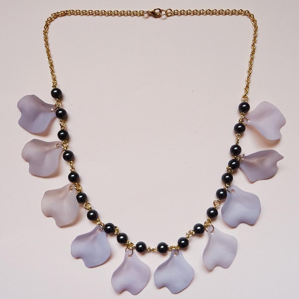 Sedmikrasky セドミックラスキー バラの花びらネックレス / ブラック