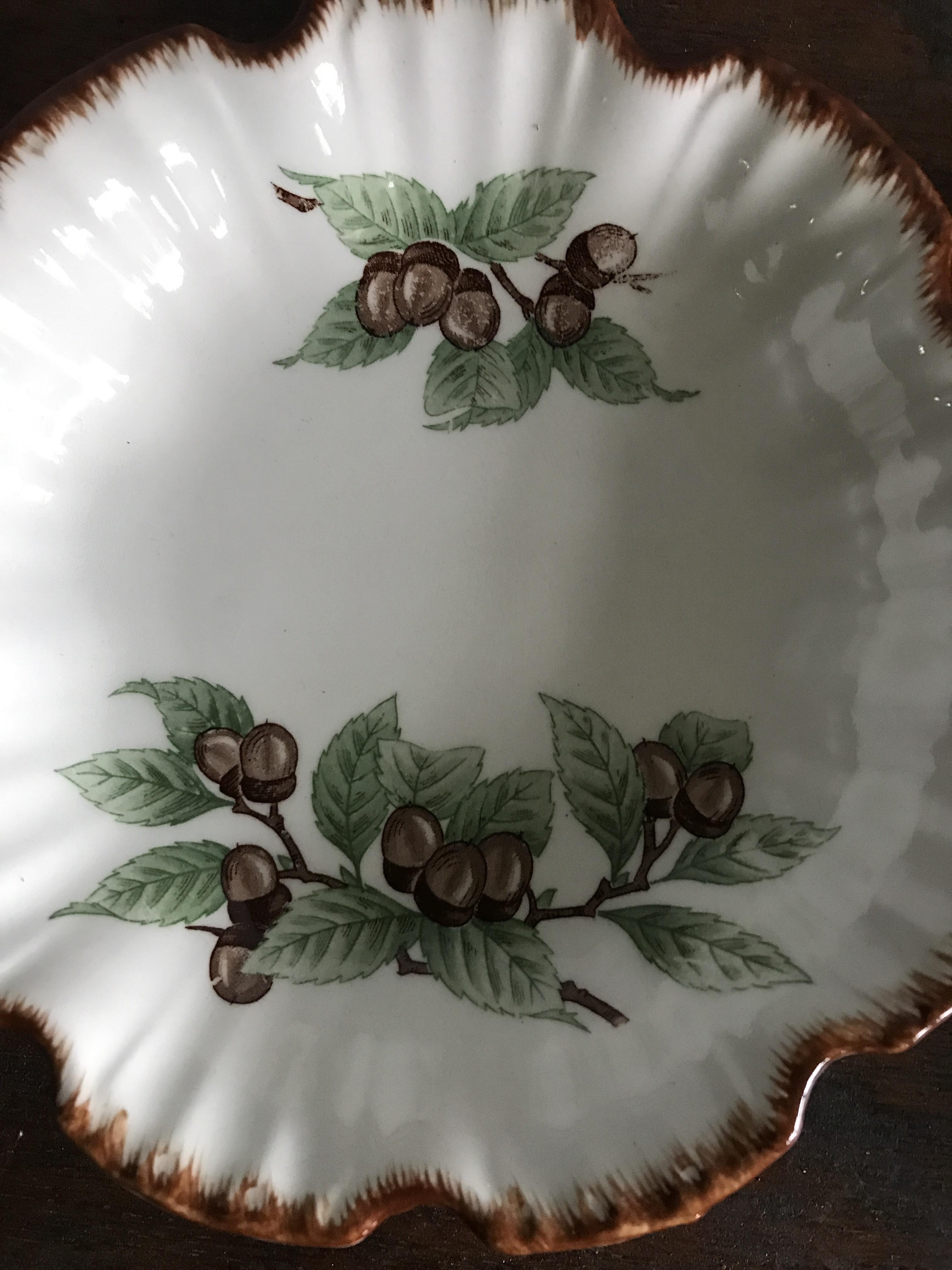 どんぐり柄の小皿