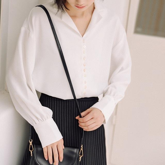 トレンド☆ トップス ブラウス シャツ 襟付き ボタン トロミ感 シフォン