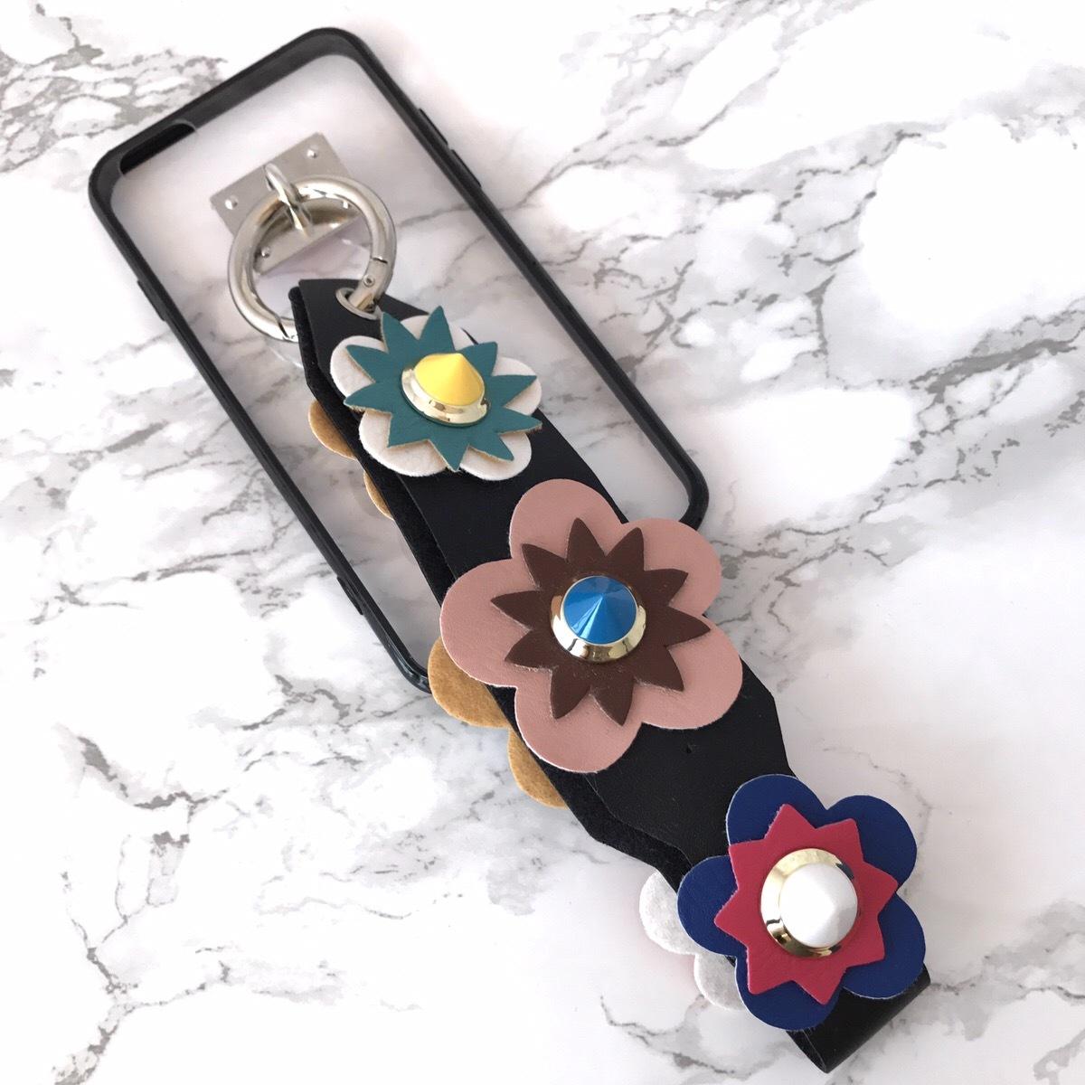 【即納★送料無料】縁ブラッククリアケース&お花フラワー スタッズ ストラップ付 iPhoneケース