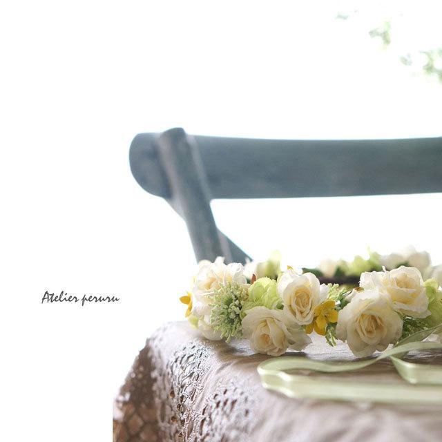 グリーンとクリーム色バラの 花冠