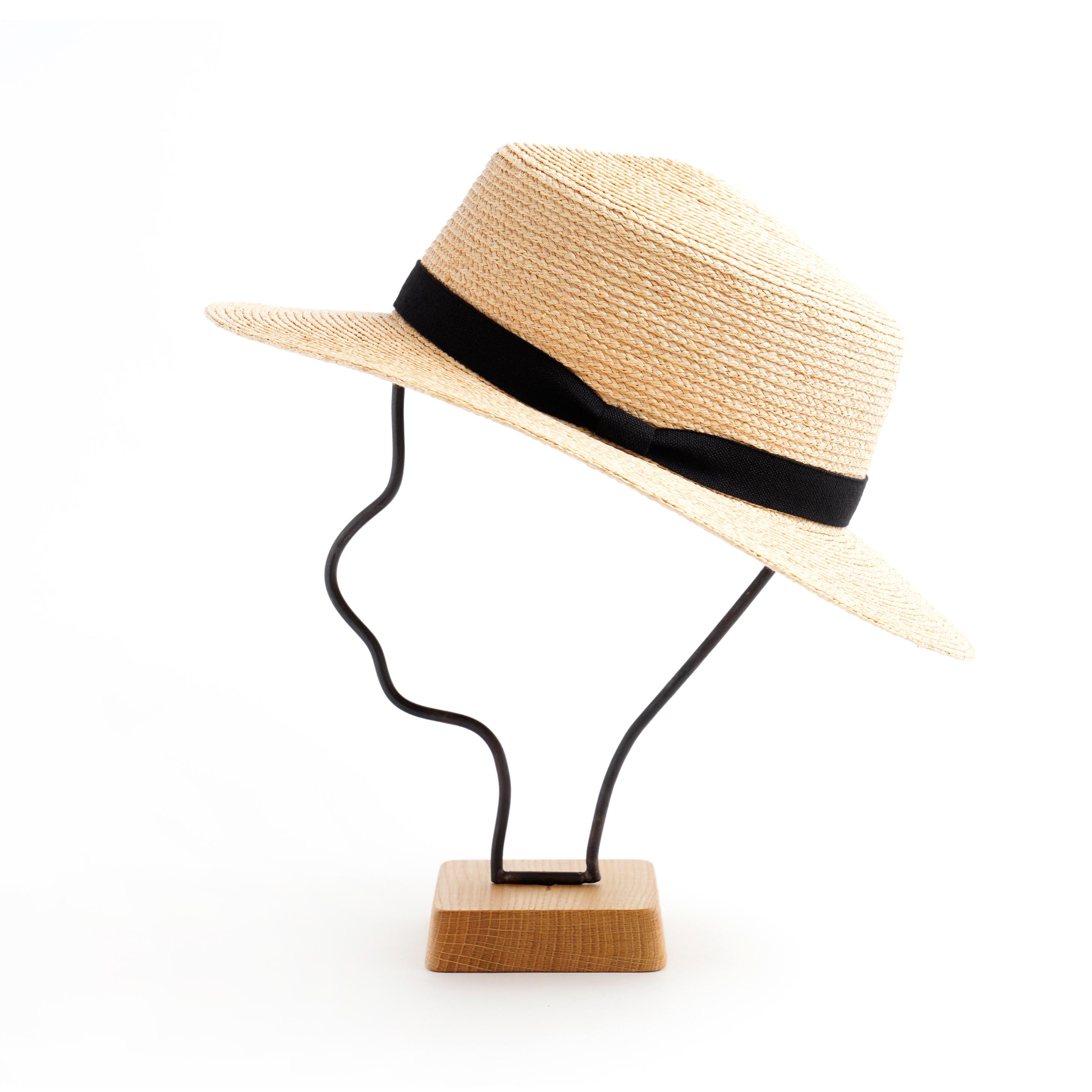 mature ha./raffia hat