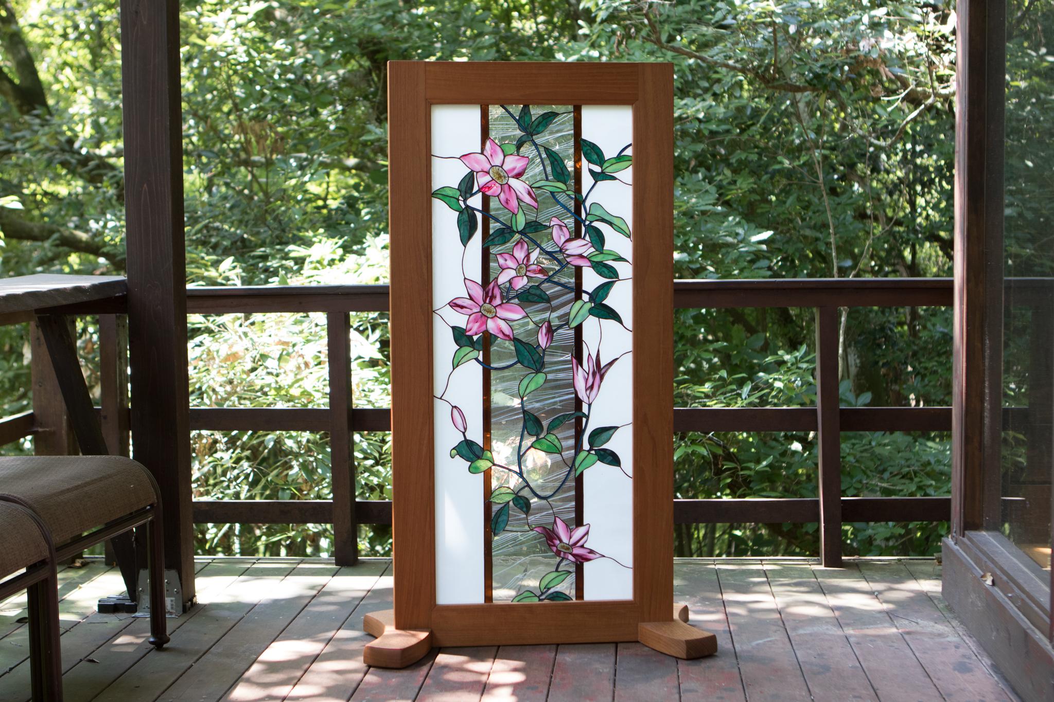 鉄線花の咲く窓辺(ステングラスの衝立) 03040001