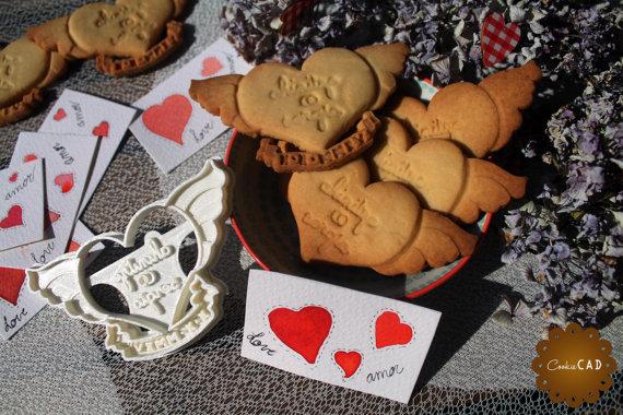お好きな文字と日付を入れられます♡ハートクッキー型 クッキーカッター│ハート羽根 結婚式 プチギフト