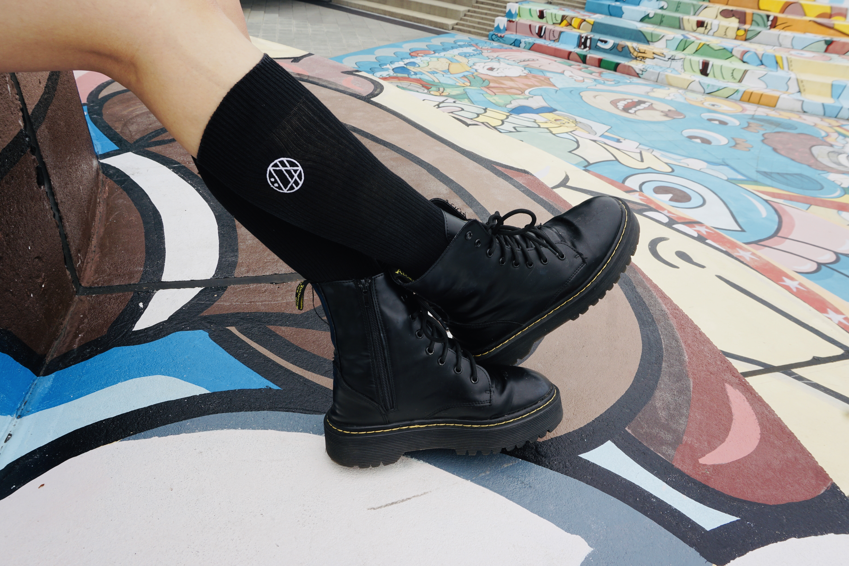 丸ロゴ刺繍ソックス (ブラック) - 画像1