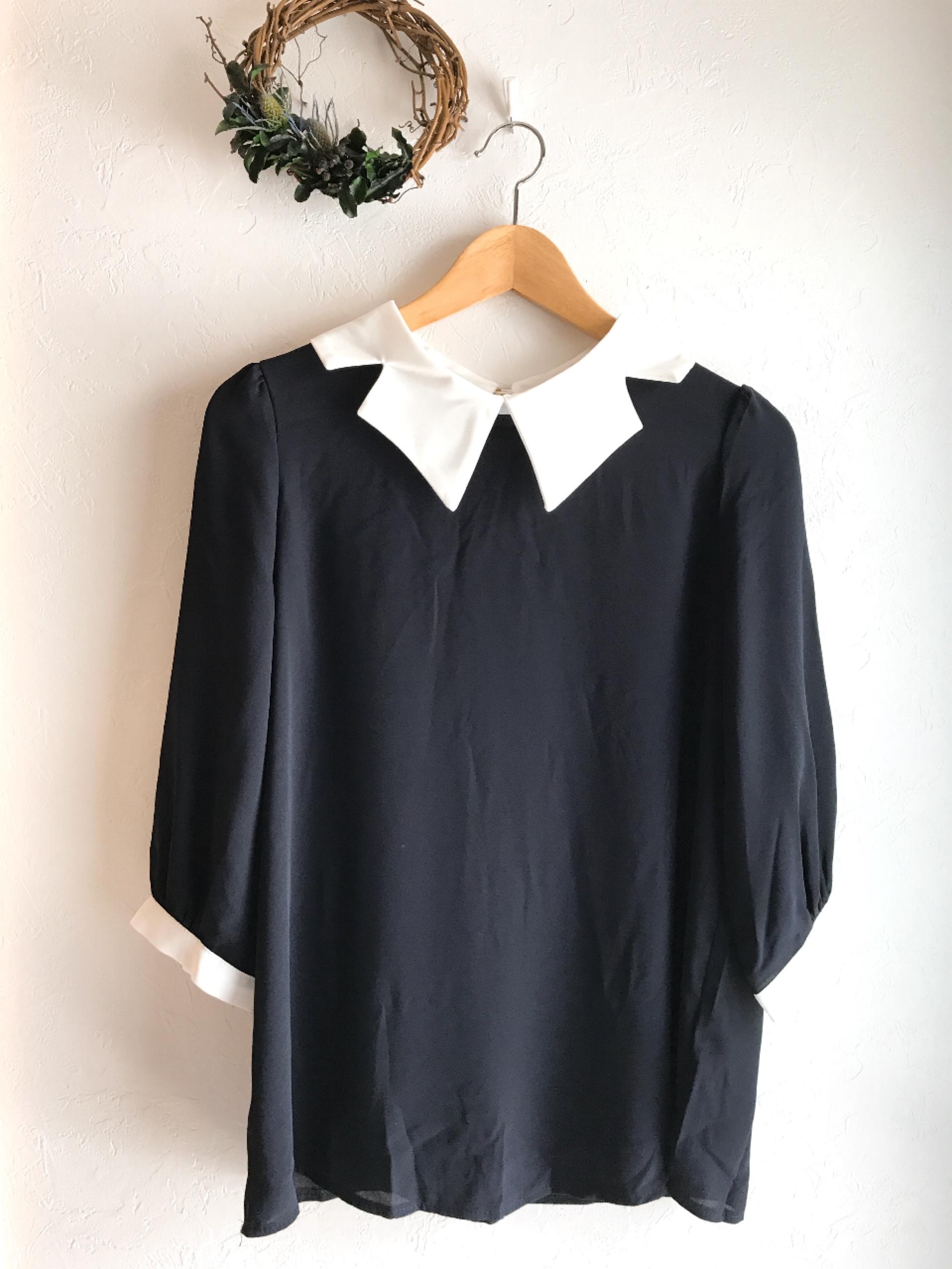 大きな変形襟の七分袖とろみ素材トップス ネイビー