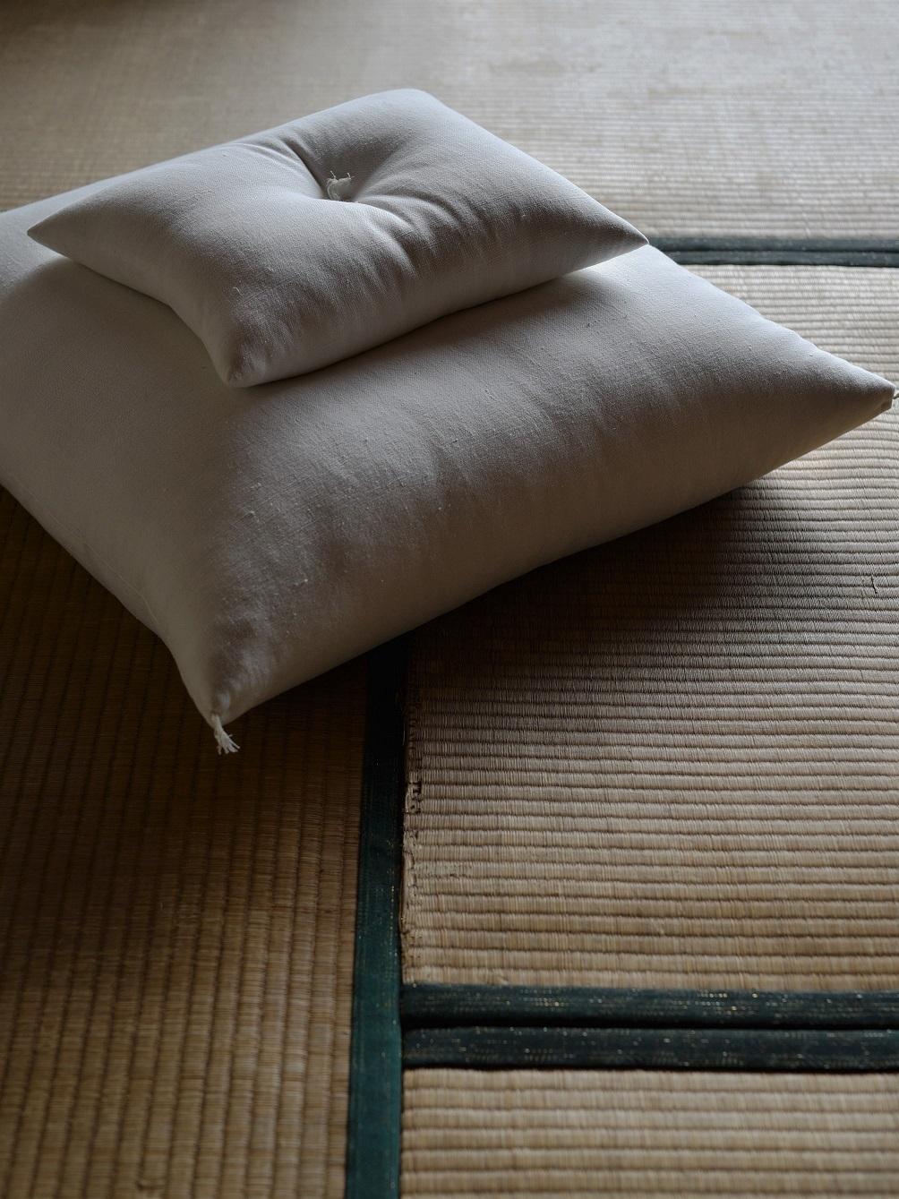 御茶屋跡オリジナル | 白い座布団(小)
