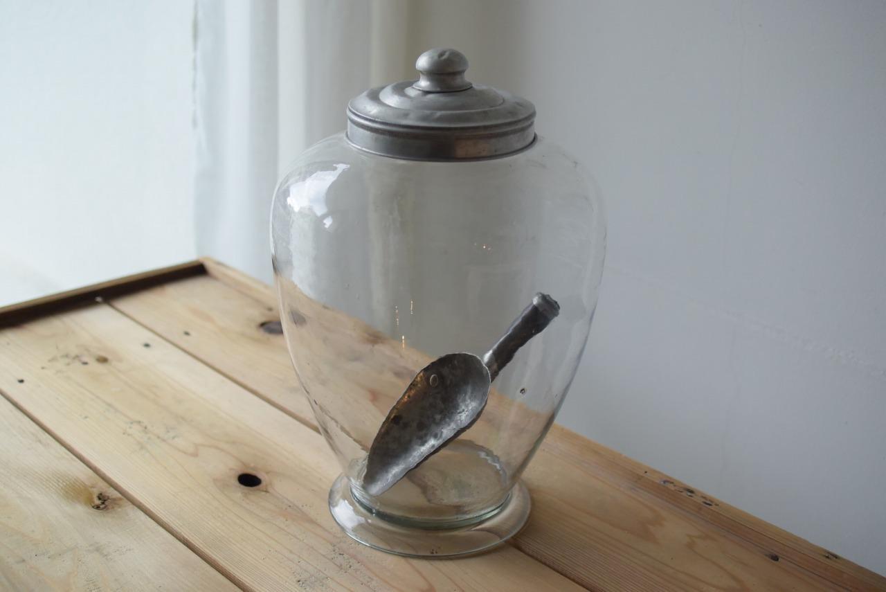地球瓶とブリキのスコップ