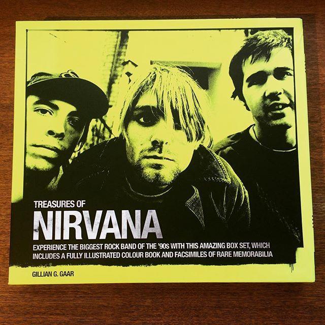 音楽の本「Nirvana Treasures」 - 画像1