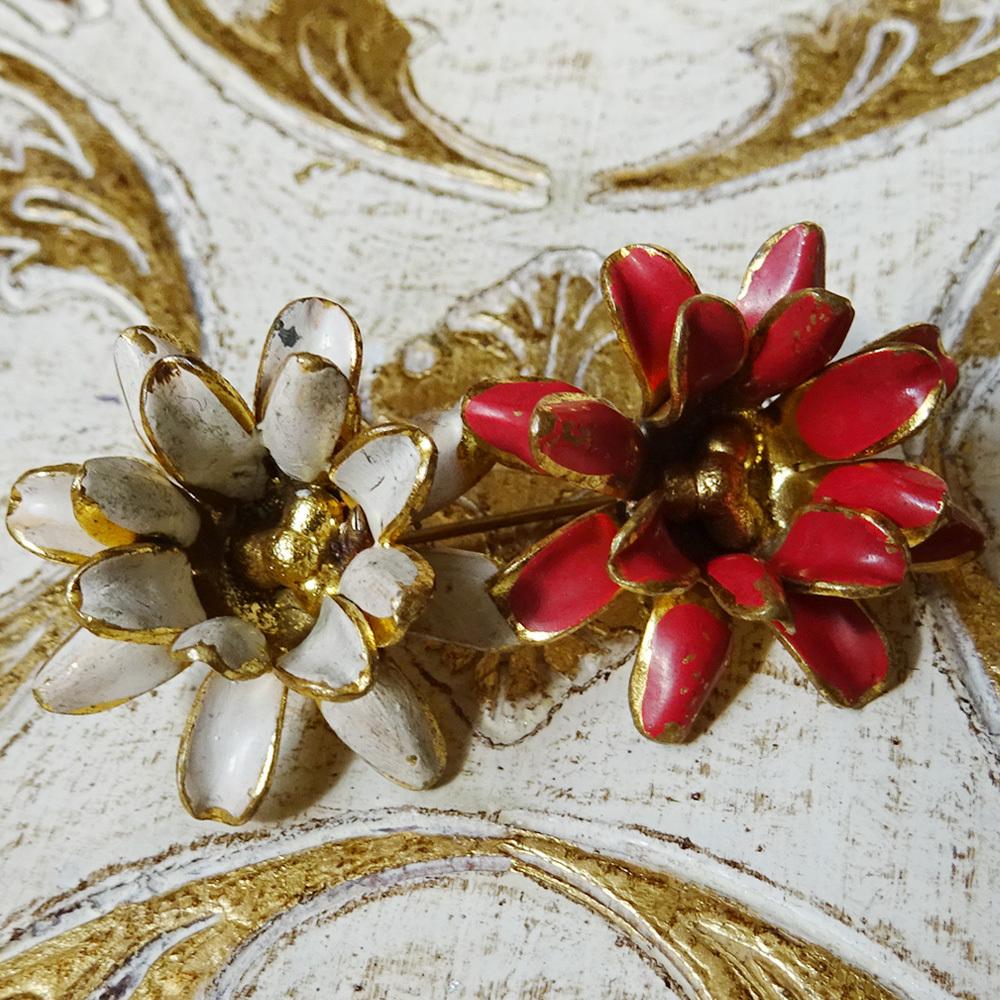 チェコスロバキア 赤と白の小花のブローチ