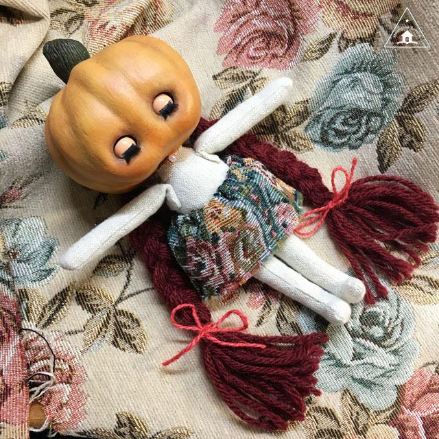 Pumpkin Head(かぼちゃあたまの子)赤髪の子