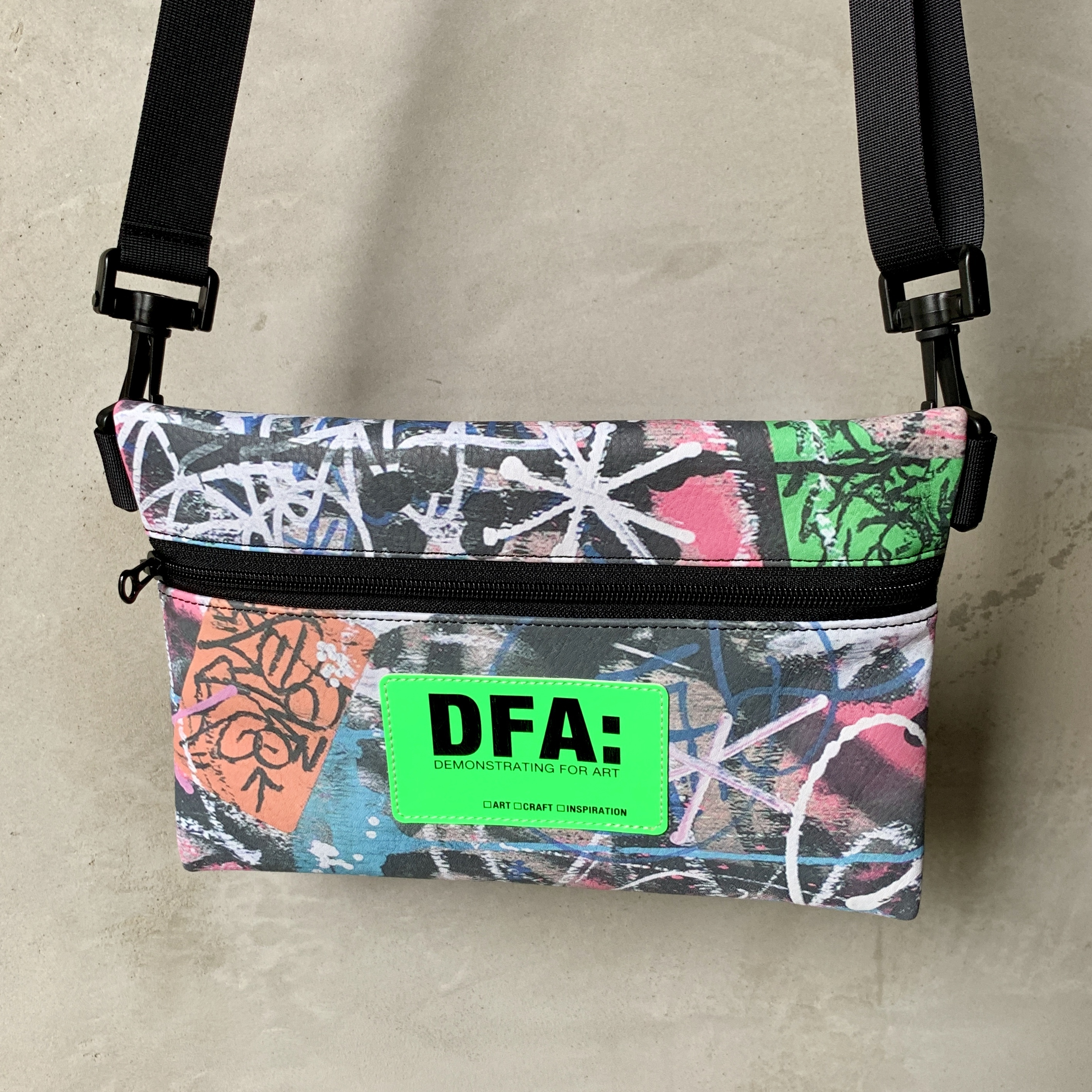 DFA: DEMONSTRATING FOR ART NEW PRODUCT/ EXTRAORDINARY SERIES ショルダーバッグ