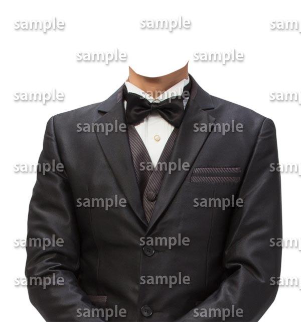 男性黒スーツ蝶ネクタイ正面