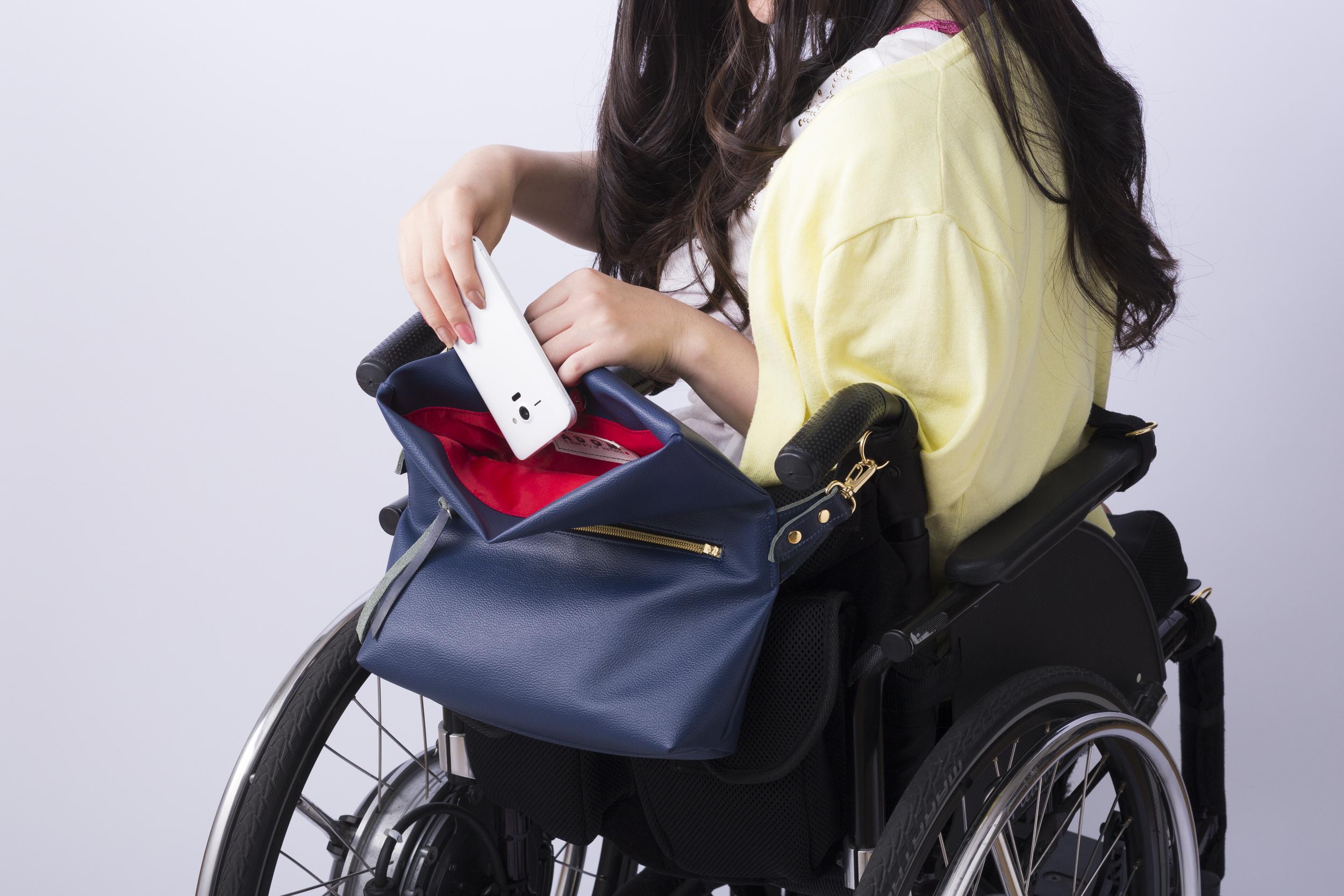 【車いすに取り付けられる】ハンバーガー 二つ折りショルダーバッグ ピンク/ネイビー/ブラック