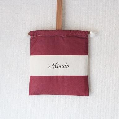 ネーム刺繍入りのレッドのランドリーバック