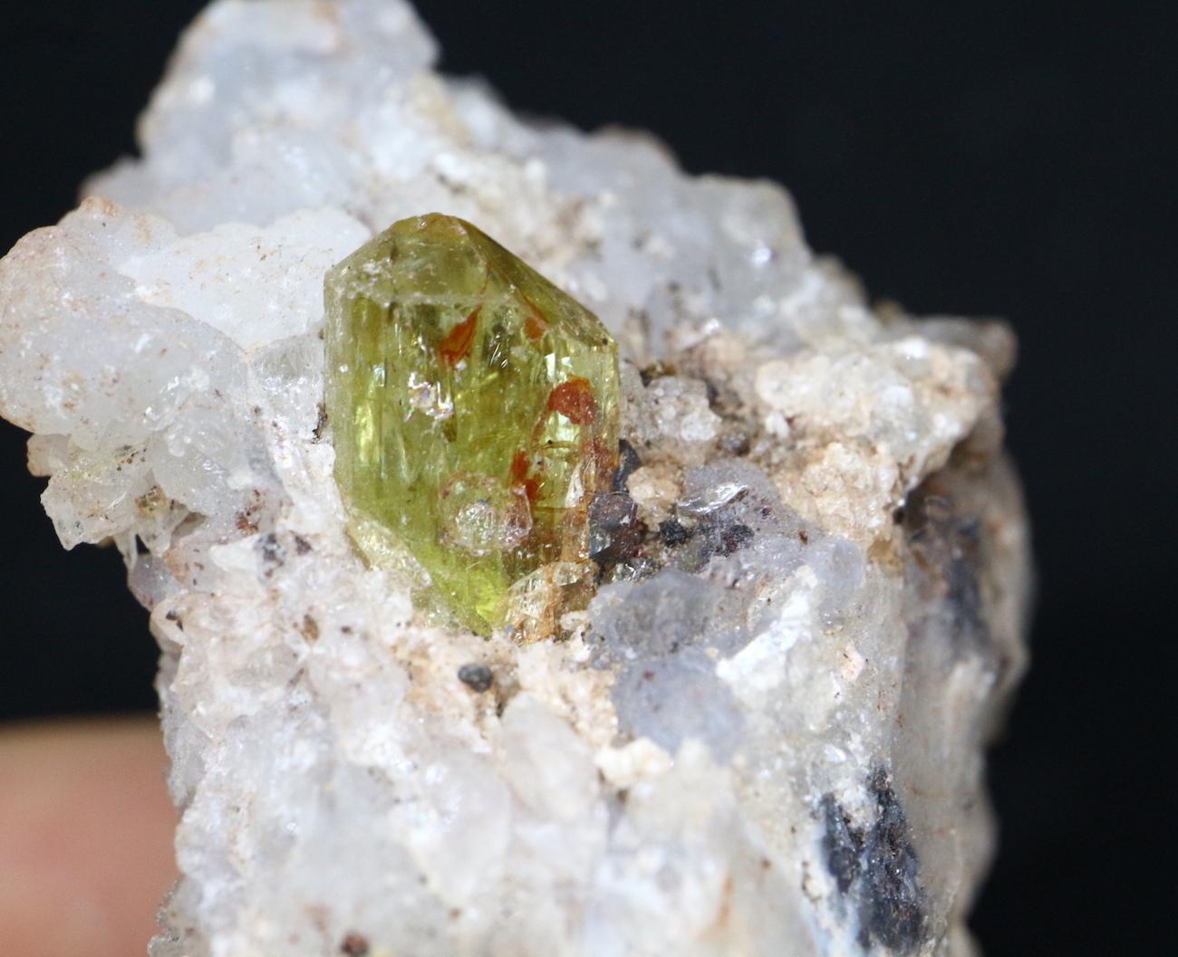 メキシコ産 アパタイト 母岩付き  Apatite 61g AP020