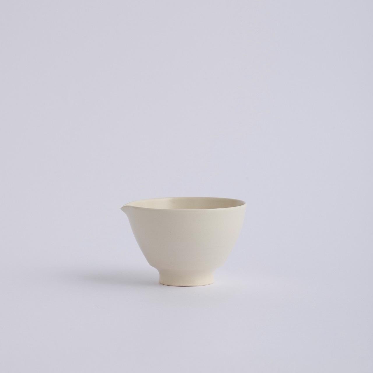 Une / Spout bowl / S
