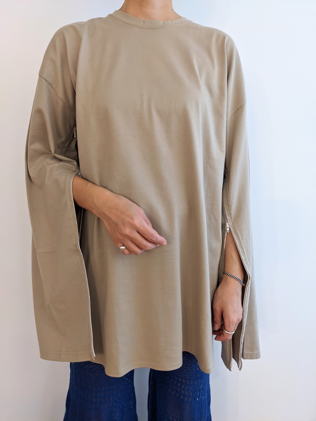 Sleeve Open Long Tee